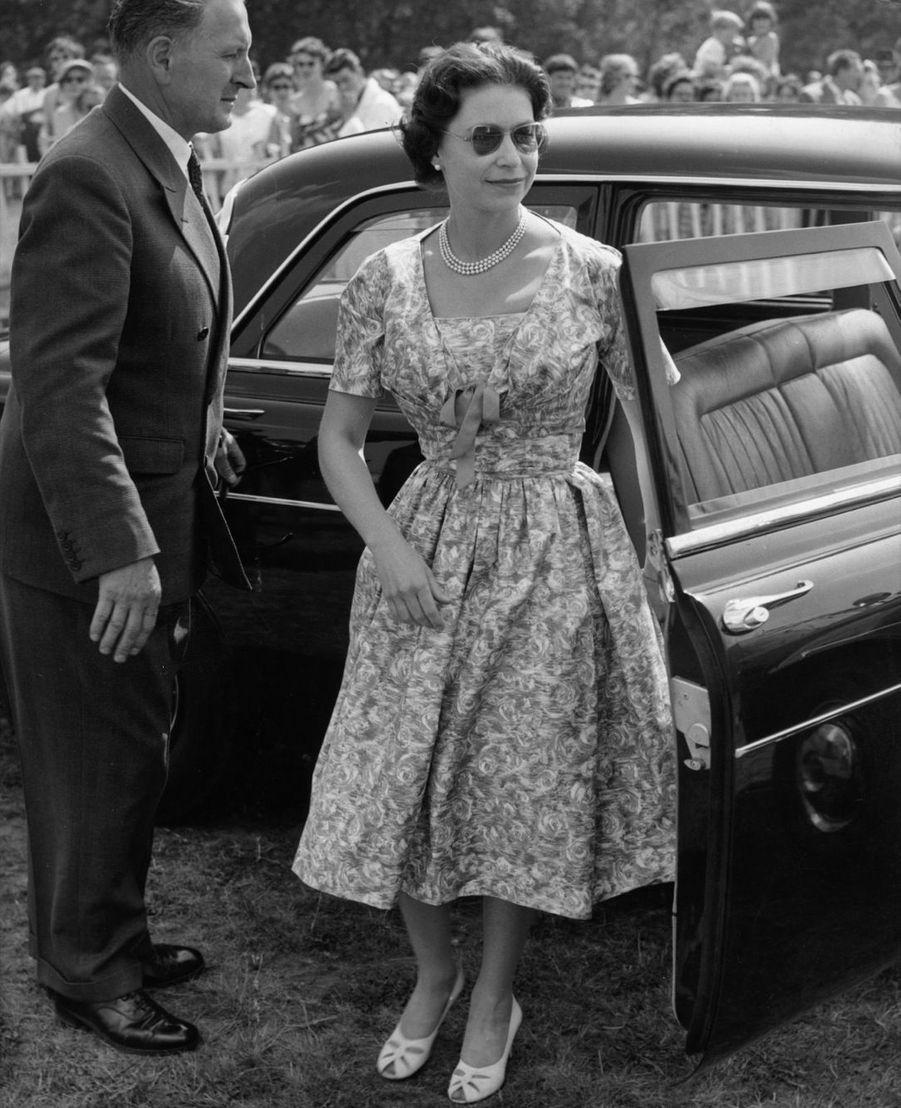 La reine Elizabeth II à Londres (1960)
