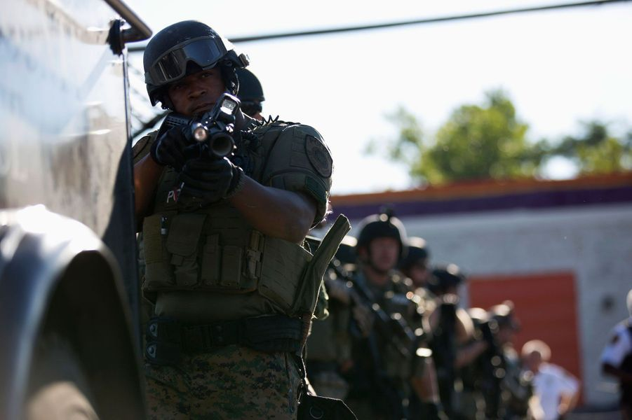 Ferguson s'embrase après la mort d'un jeune Noir