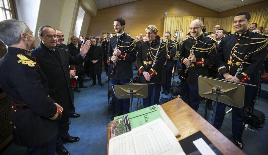 François Hollande rend visite aux Gardes républicains