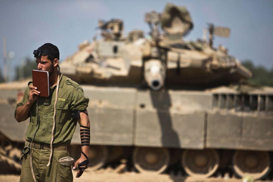 Une armée israélienne sur-entraînée. Photo prise à la frontière avec Gaza, le 24 juillet