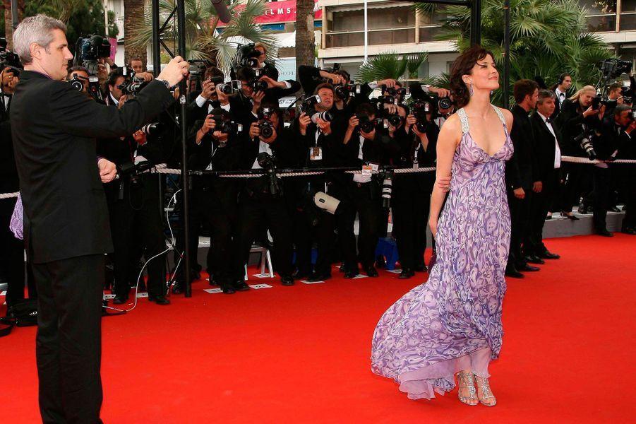 Depuis ses débuts dans les années 80 avec «La Boom», Sophie Marceau est devenue l'actrice préférée des français. Très fidèle au cinéma hexagonal, elle a tout de même tenté l'aventure hollywoodienne avec brio dans des films à succès comme «Le Monde ne suffit pas» ou «Braveheart». Aujourd'hui, il existe en France une Génération Sophie Marceau. Retour sur 30 ans de carrière en images. Sophie est présente au 59e Festival de Cannes, en 2006, pour soutenir le film «Selon Charlie».