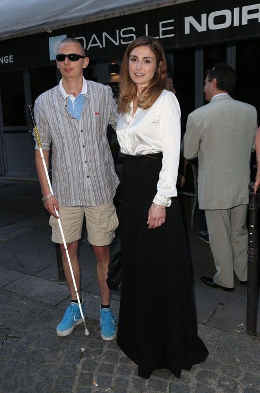 Julie Gayet et son ami Gregory Richard de La Tour