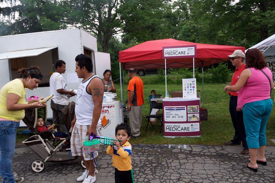 """A Middleton (Etat de New York), à l'Orange County Fair, 2013. Un stand de promotion pour """"Medicare"""", l'assurance-maladie gratuite pour personnes âgées. Aux Etats-Unis, la Sécu est privée mais les personnes âgées et nécessiteuses ont cependant accès aux soins de base."""