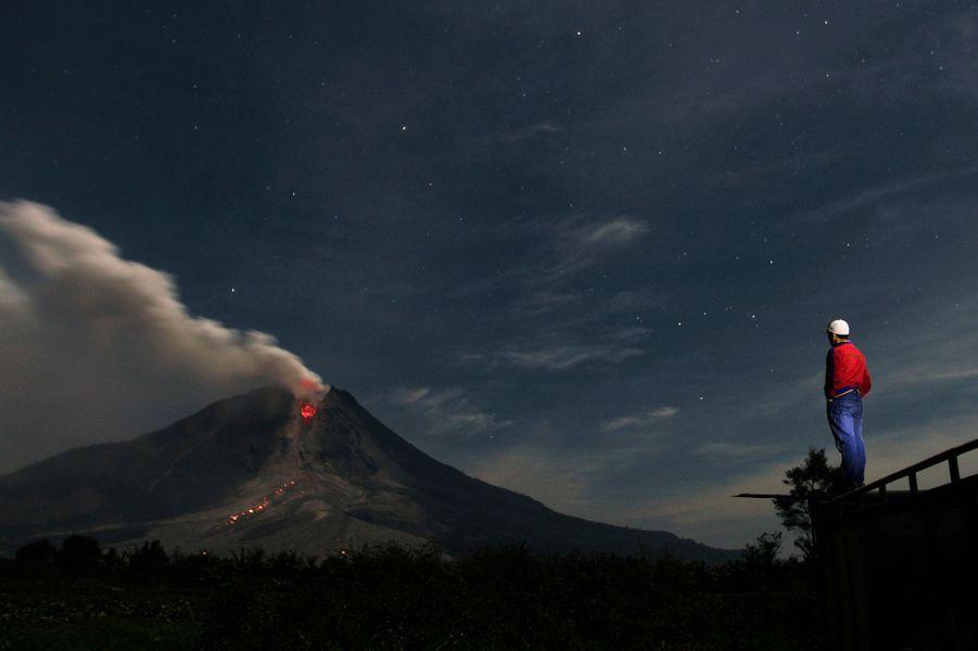 L'interminable éruption du mont Sinabung