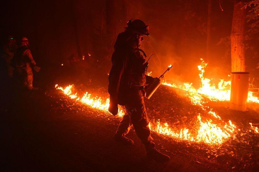 La Californie réduite en cendre par les flammes