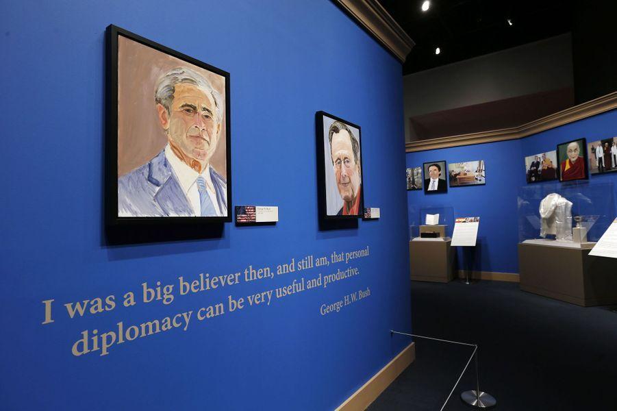 Auto-portrait et portrait de son père, George H. W. Bush
