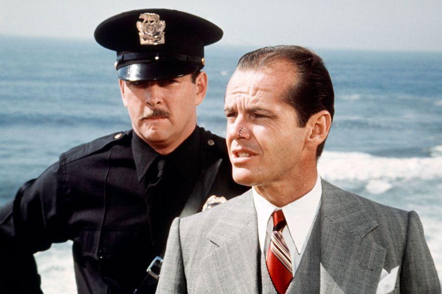 En 1974, Jack Nicholson décroche le rôle principal du film de Roman Polanski, «Chinatown». Il y joue un policier avec une célèbre cicatrice sur le nez.