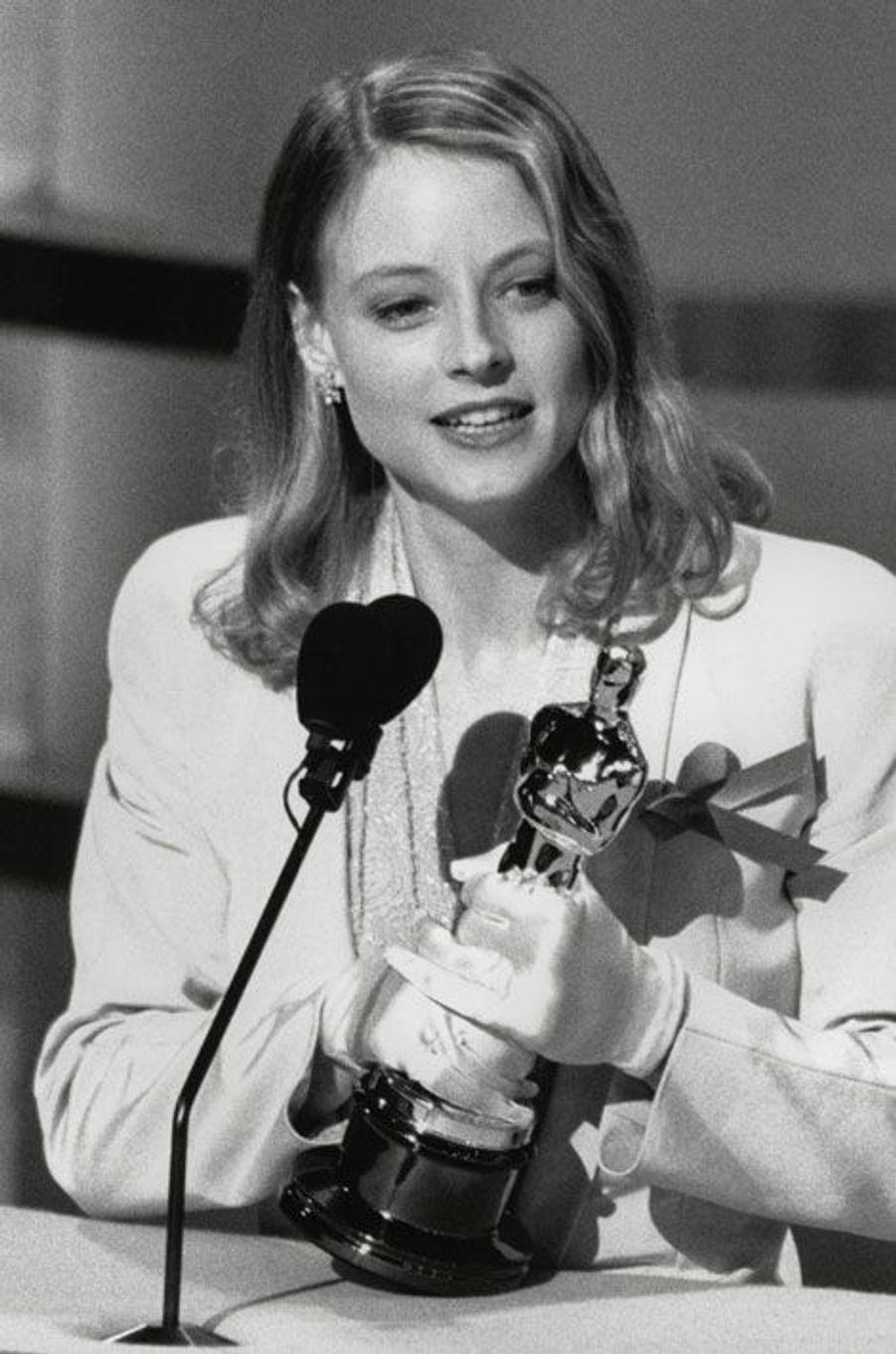 Jodie Foster remporte en 1992, lors de la 64e cérémonie des Oscars, l'Oscar de la Meilleure actrice. Le long-métrage gagnera également, durant cette soirée, quatre autres statuettes prestigieuses: Meilleur film, Meilleur réalisateur, Meilleur acteur pour Anthony Hopkins et Meilleur scénario adapté.