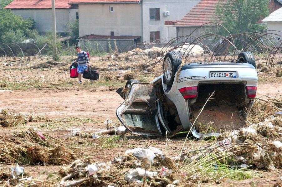 Après les inondations meurtrières, la Macédoine patauge dans la boue