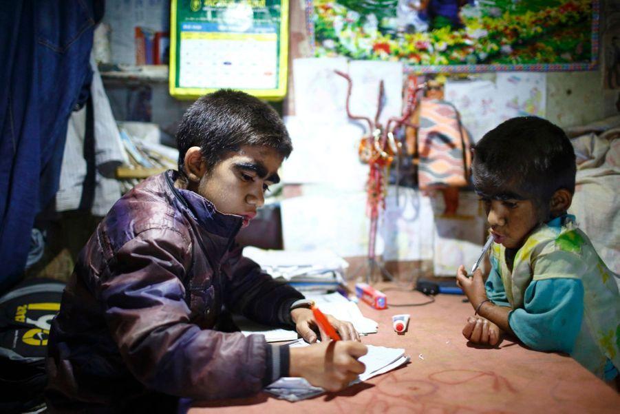 Niraj, 12 ans, et Mandira, 7 ans