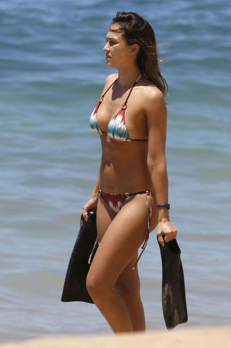 Jessica Alba fait de la plongée à Hawaii