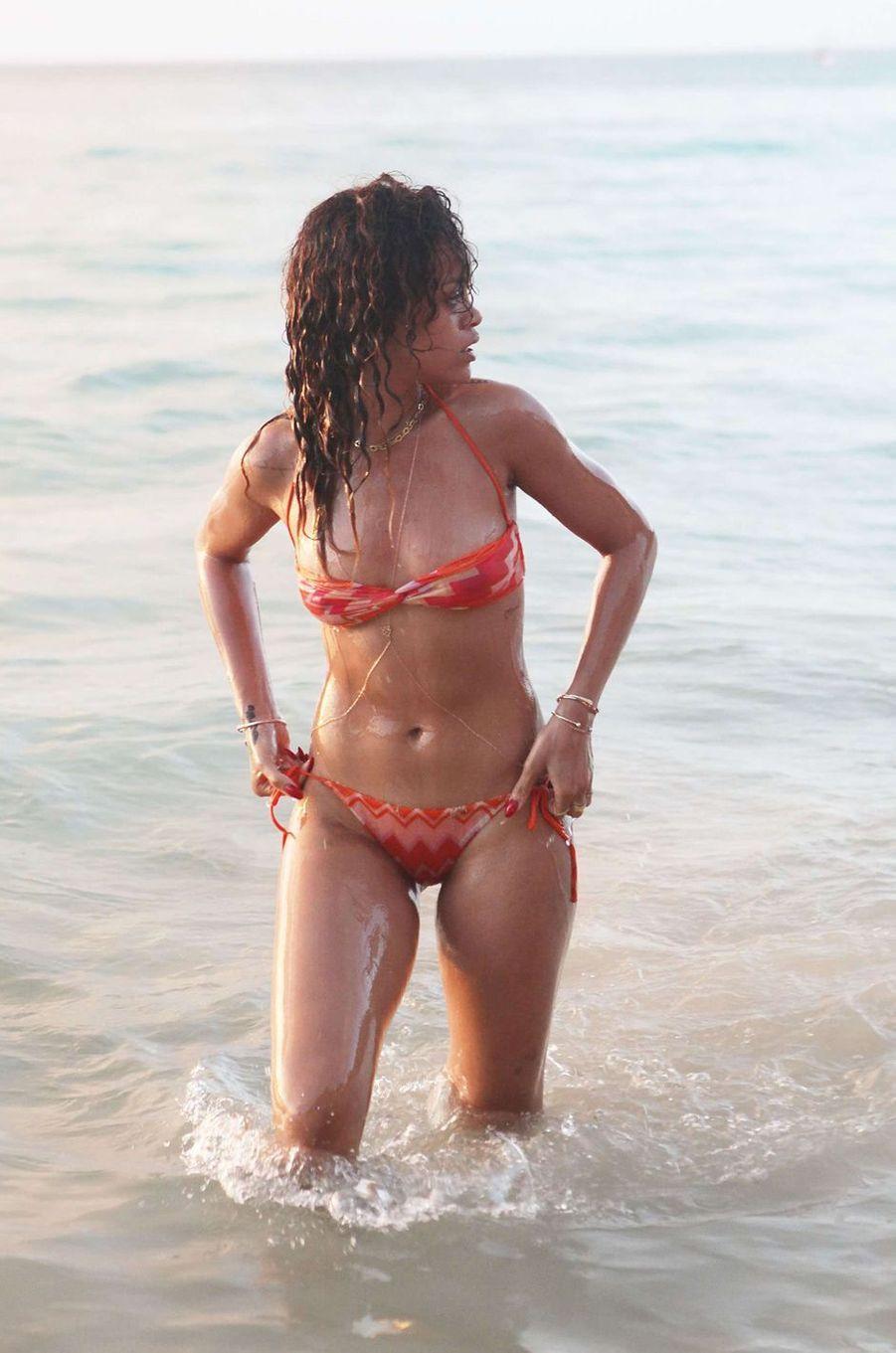 La star en bikini de la semaine : Rihanna