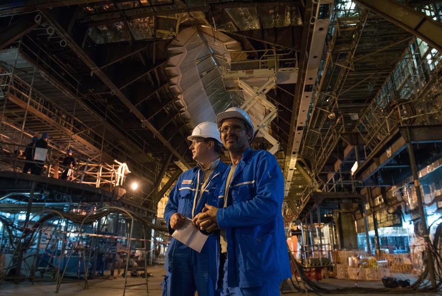 Le paquebot en construction aux chantiers STX France de Saint-Nazaire