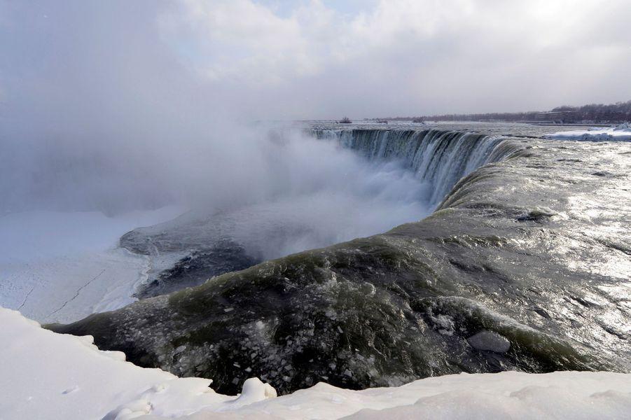 Le vortex polaire fige les chutes du Niagara