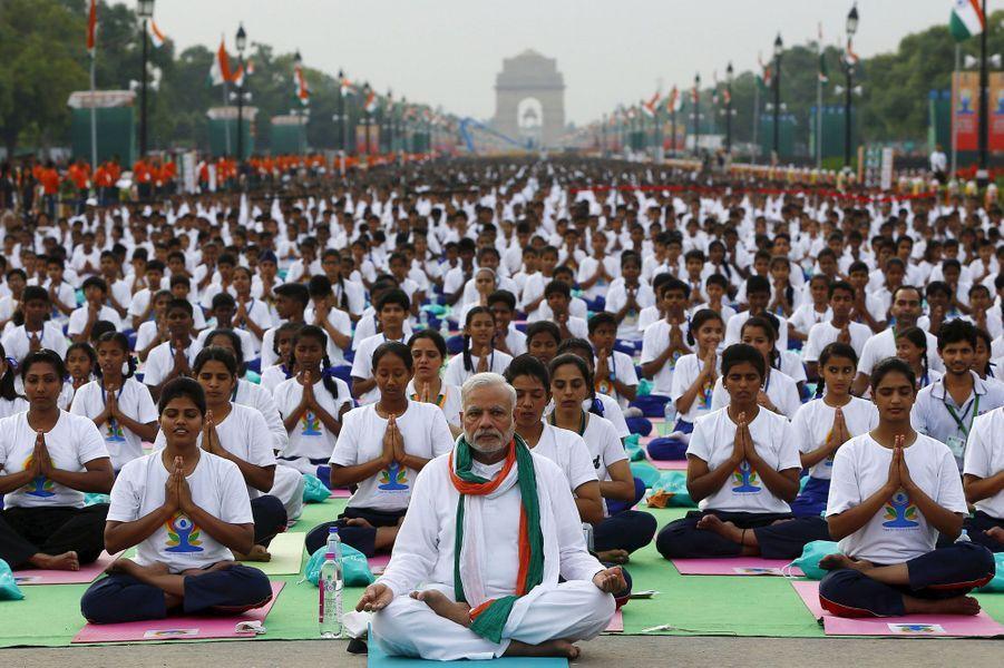 Le Premier ministre Narendra Modi prend lui-même la pose à New Delhi.