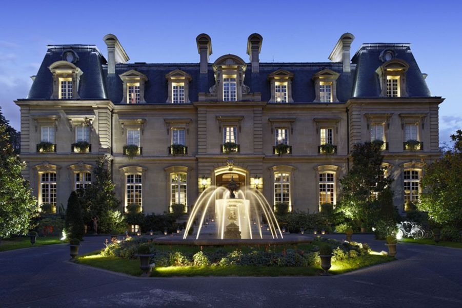 3) Saint James Paris - Relais et Chateaux