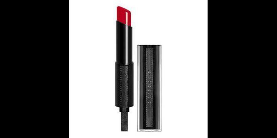 Ce rouge à lèvres crémeux de la marque Givenchy «Rouge Interdit Vinyl» sublimera les lèvres charnues. (voir l'épingle)Suivez nous sur Pinterest!