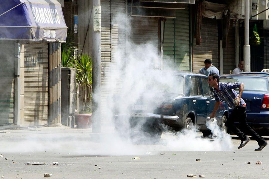 Les Cairotes contre les pro-Morsi