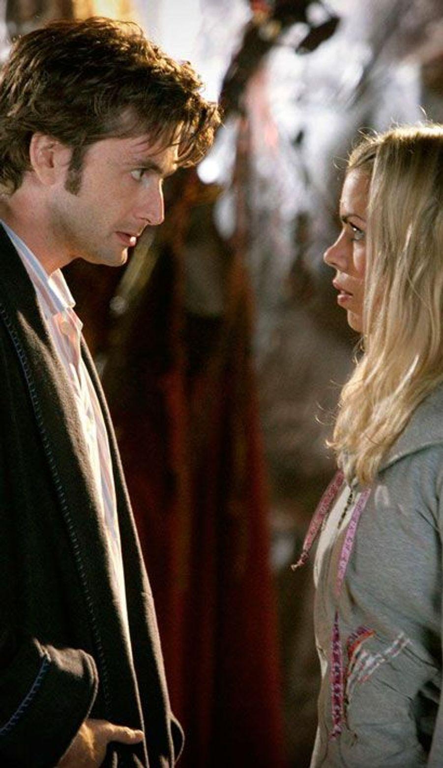 """Le Docteur et Rose dans """"Doctor Who"""" (David Tennant et Billie Piper)"""