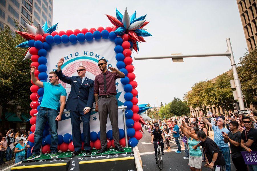 Les héros du thalys défilent à Sacramento