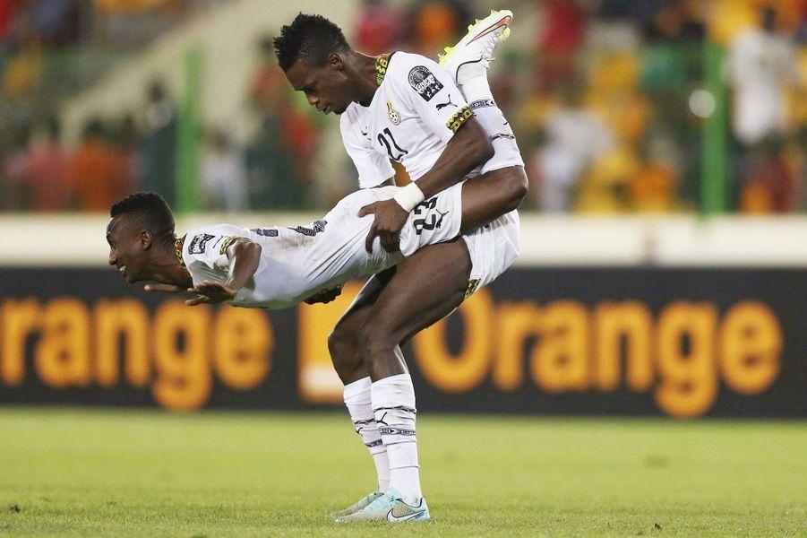 LesghanéensJohn Boye et Harrison Afful célèbrent à leur manière la victoire de leur équipe face à la Guinée Equatoriale, en demi-finale de la Coupe d'Afrique des Nations.