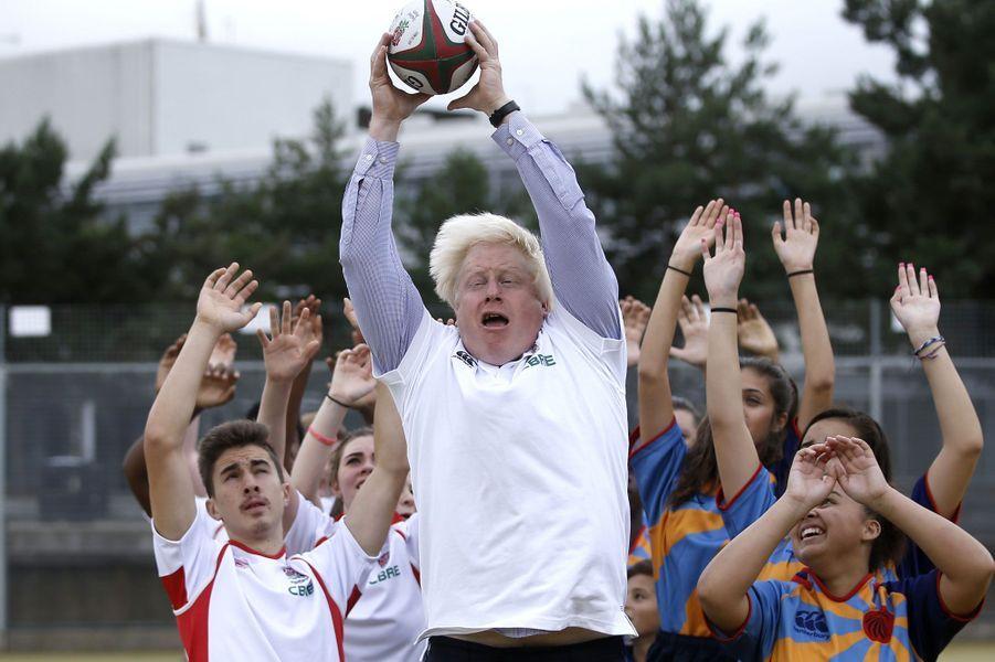Le maire de Londres Boris Johnson lors d'un entraînement de rugby à laHaverstock SchoolàLondres.