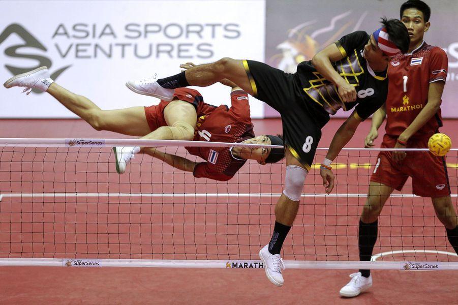 Le Sepak takrawest très populaire dans les pays d'Asie du Sud-Est. Ici, laThaïlandeaffronte la Malaisie lors d'un tournoi international.