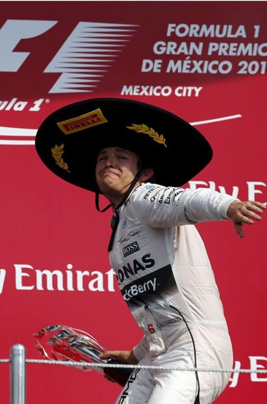 Sombrero sur la tête, Nico Rosberg a fêté sa victoire auGrand Prix du Mexique de Formule 1