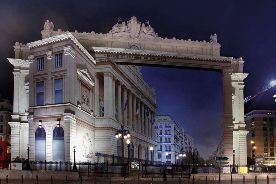 A Paris, Lille ou Marseille, ses trompe-l'oeil spectaculaires recouvrent immeubles et monuments. Un street art qui sidère le passant. « Détournement de Canebière », Marseille capitale européenne de la culture 2013, palais dela Bourse.
