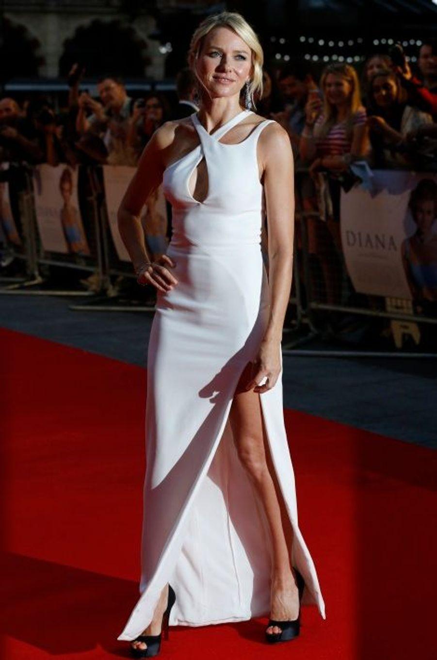"""En Versace pour la première de """"Diana"""" à Londres, le 5 septembre"""