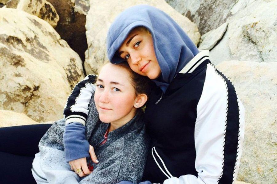 Miley Cyrus, grande soeur de choc