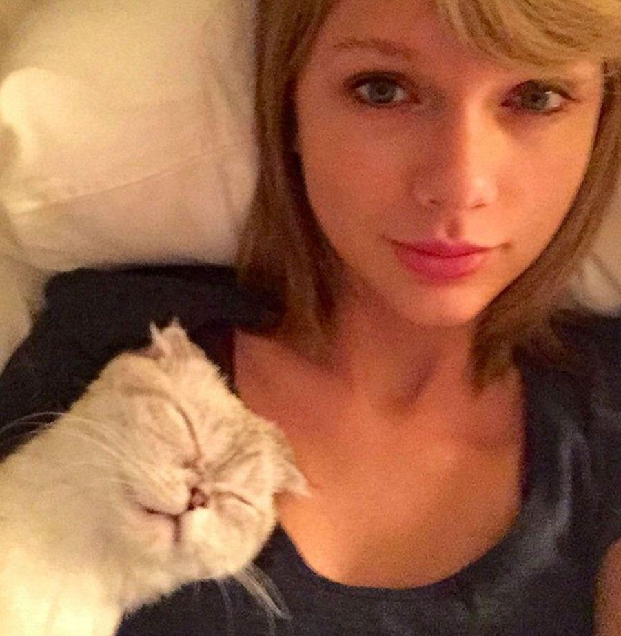 Taylor Swift se réveille calmement