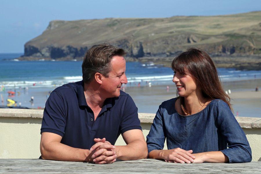David et Samantha Cameron à Polzeath, dans le sud de l'Angleterre