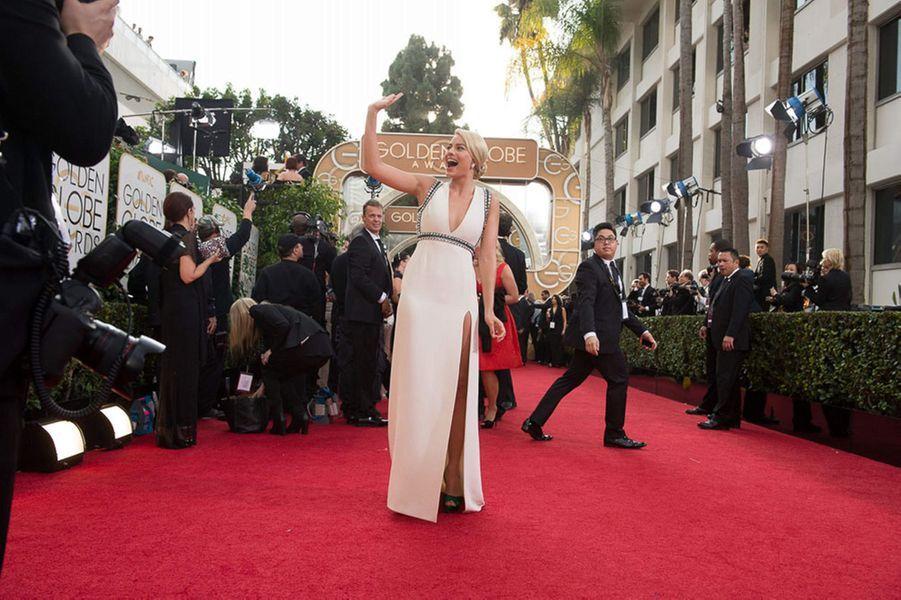 """""""J'essaie encore de persuader ma famille que le cinéma est un vrai métier, et pas seulement un agréable passe-temps en attendant de trouver mieux"""" dit celle qui a fait de Dicaprio un sex toy malmené dans """"Le loup de Wall Street"""". Révélée par la série """"Pan Am"""", il aura suffit de deux films à la jeune Australienne pour devenir une valeur sûre de Hollywood.Ci-dessus, Margot Robbie aux Golden Globes à Los Angeles le 12 janvier 2014."""