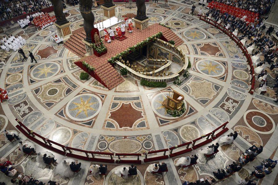 Le pape François a marié 20 couples dimanche au Vatican