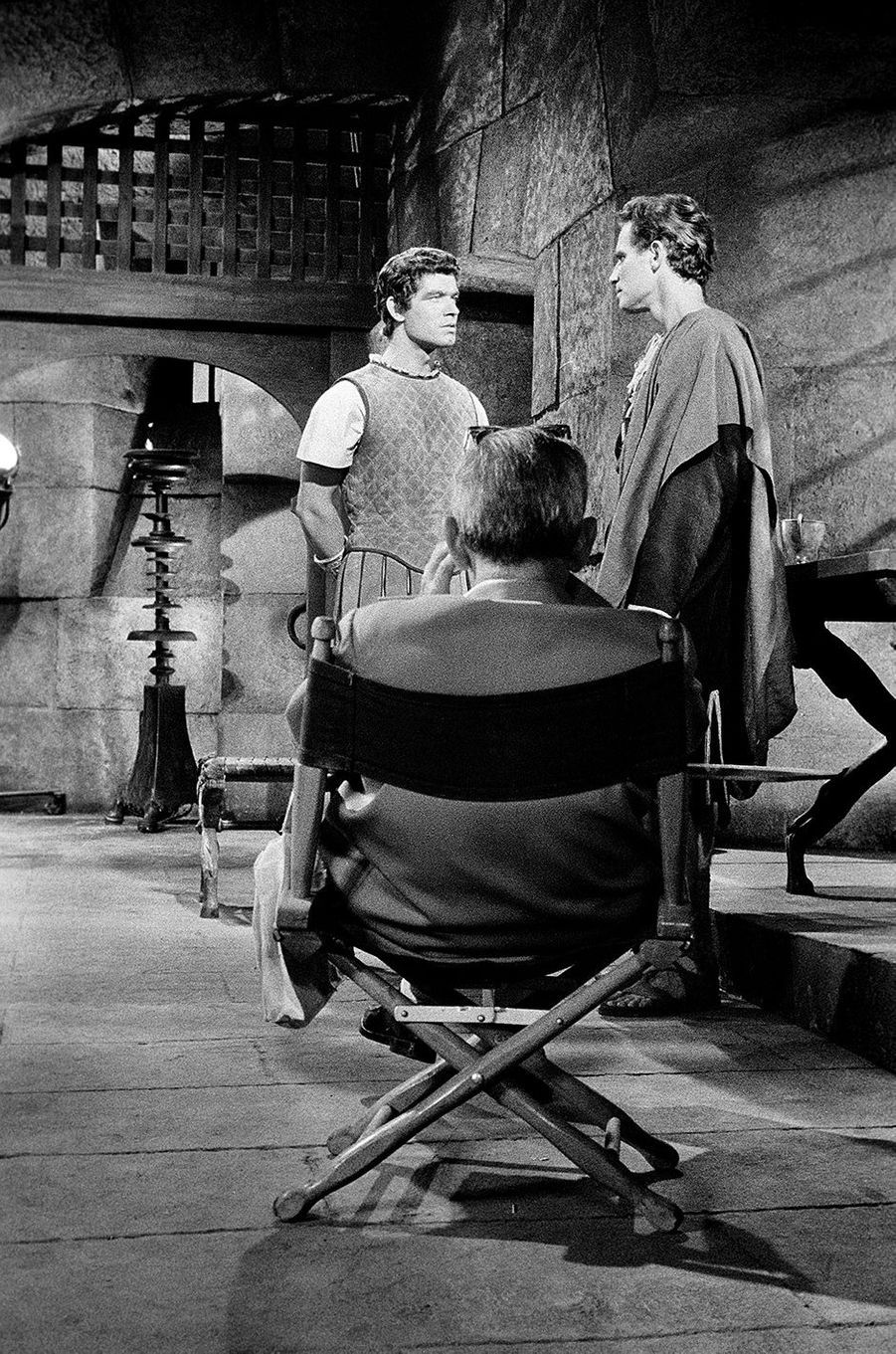 Stephen Boyd et Charlton Heston sous le regard de William Wyler.