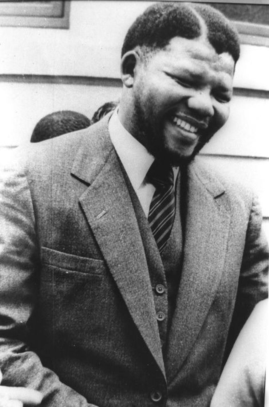 Nelson Mandela s'est éteint ce jeudi, à l'âge de 95 ans. Son destin est lié à jamais à celui de l'Afrique du Sud. Retour en images sur une vie exceptionnelle.Condamné en 1963 à la prison à perpétuité lors des procès de Rivonia, il passera 27 ans en prison avant de pouvoir sortir.
