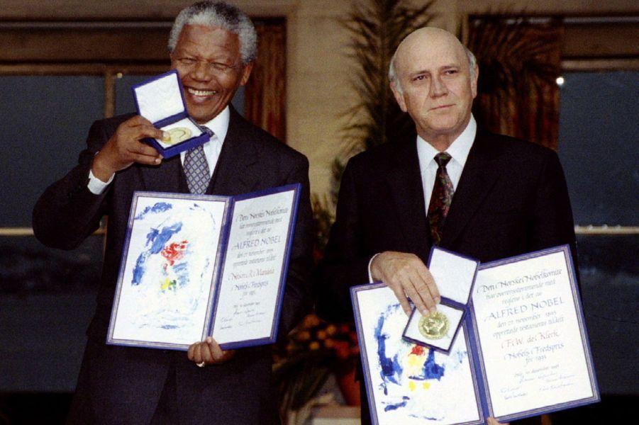 En 1993, il reçoit avec Frederik de Klerk le prix Nobel de la paix pour leur travail qui a mené à la fin de l'apartheid. De Klerk sera son vice-président de 1994 à 1996.