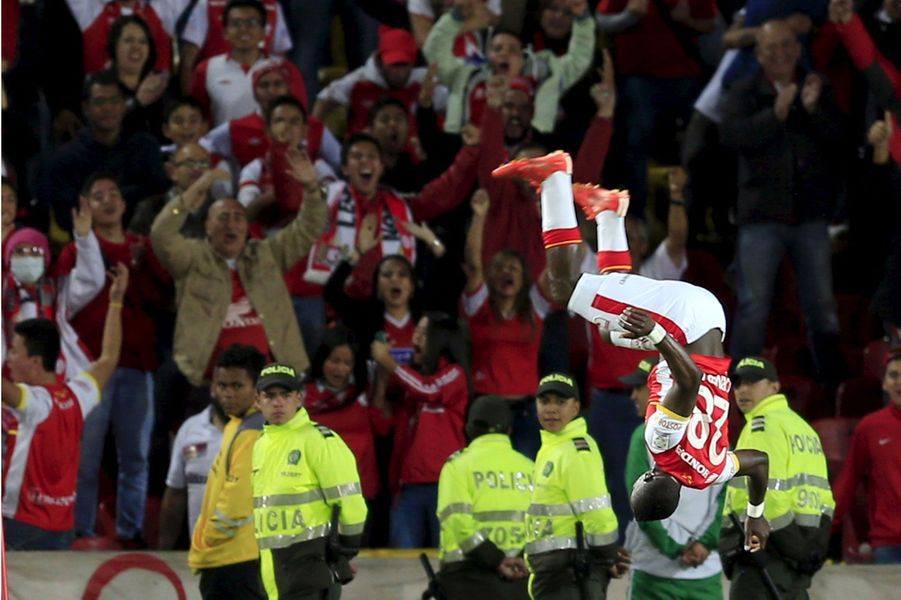 Yamilson Rivera (Santa Fe) exulte après un but face Atlas en Copa Libertadores.