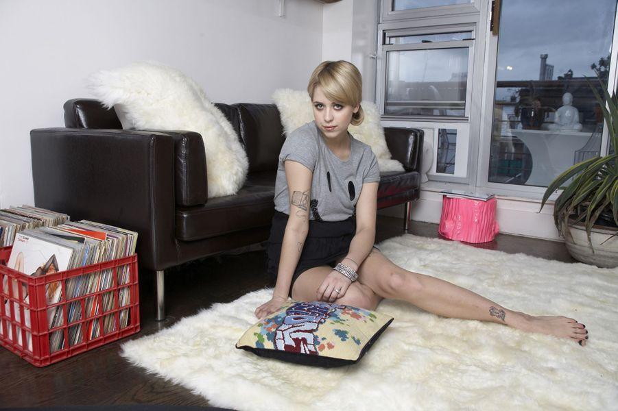 Dans son appartement londonien, en 2008