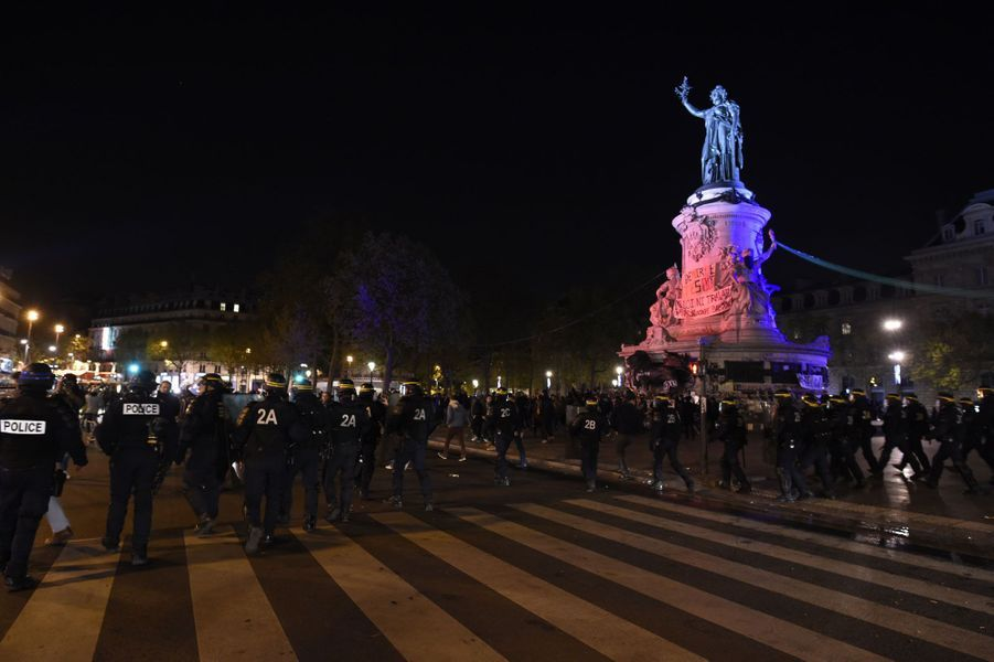 """Place de la République, le mouvement """"Nuit Debout"""" perturbé par des casseurs"""