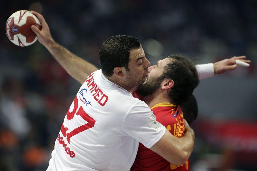Collision à Doha, lors des Mondiaux de handball, entre JoanCanellas (Espagne) etAymen Hammed (Tunisie).