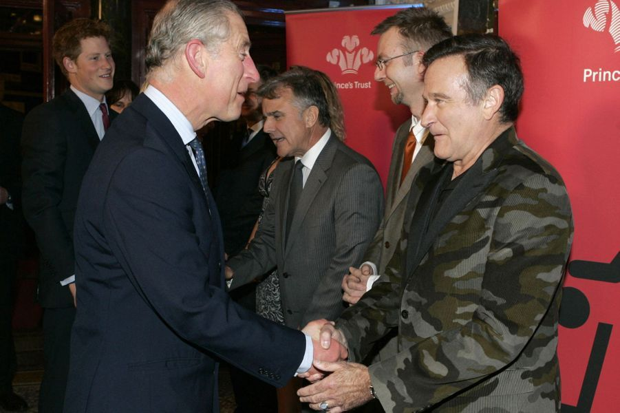 """Le prince Charles salue Robin Williams pour le """"We Are Most Amused"""", célébrant les 60 ans du prince le 12 novembre 2008"""