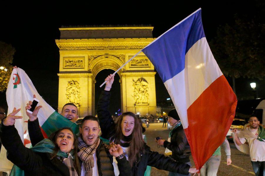 Scènes de liesse à Paris