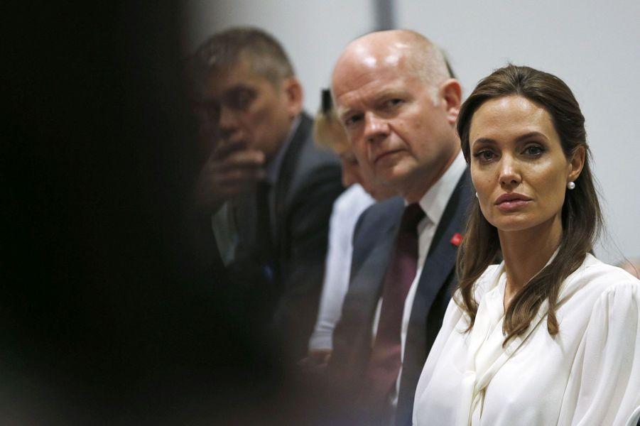 L'émotion d'Angelina Jolie
