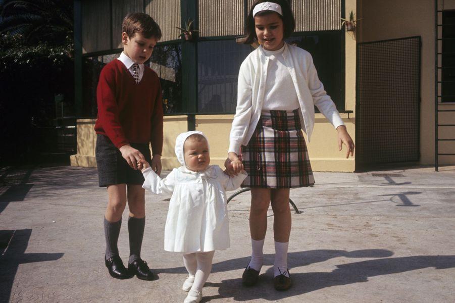 La Princesse Stéphanie De Monaco en 1966, avec Caroline et Albert