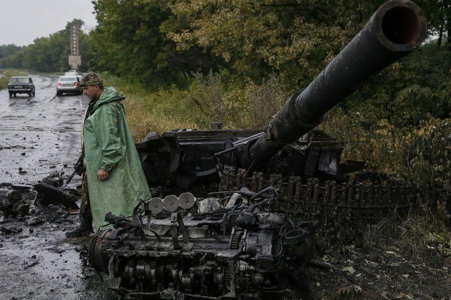 Un tank pro-russe détruit à Sloviansk