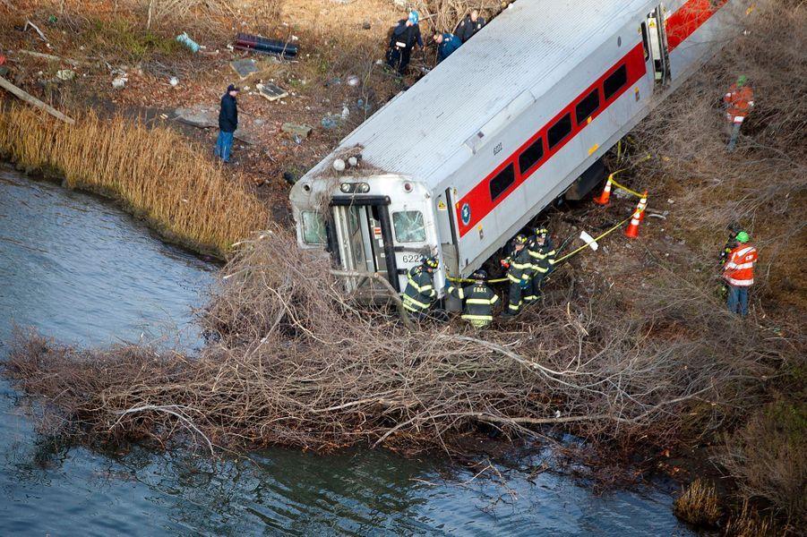 Un métro déraille dans le Bronx, quatre morts