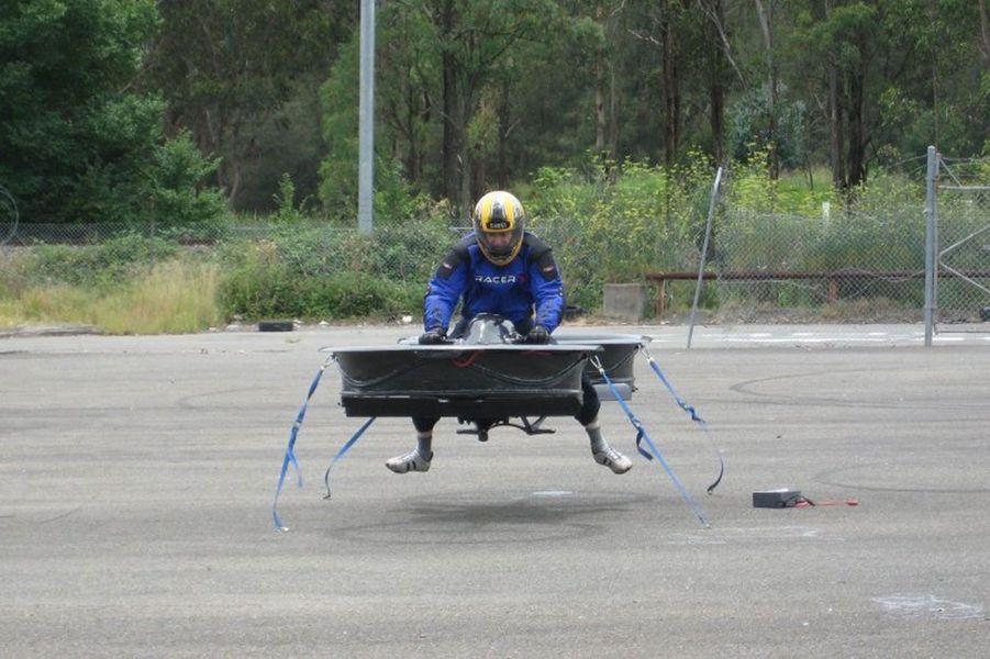 """Test de la moto volante """"Hoverbike"""" de Malloy Aeronautics"""