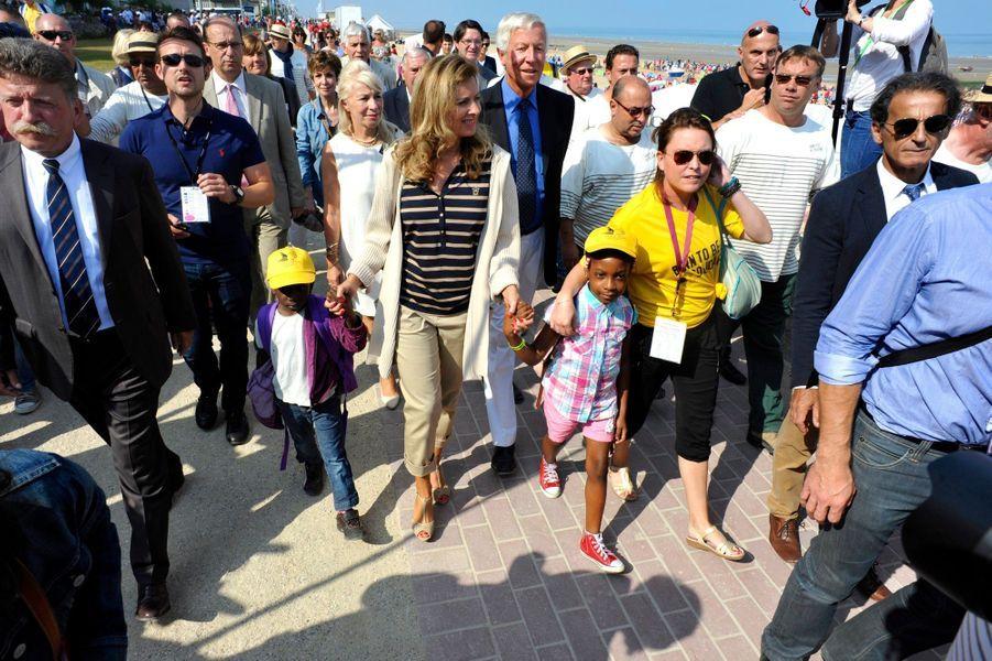 Valérie Trierweiler à la plage avec les enfants sans vacances